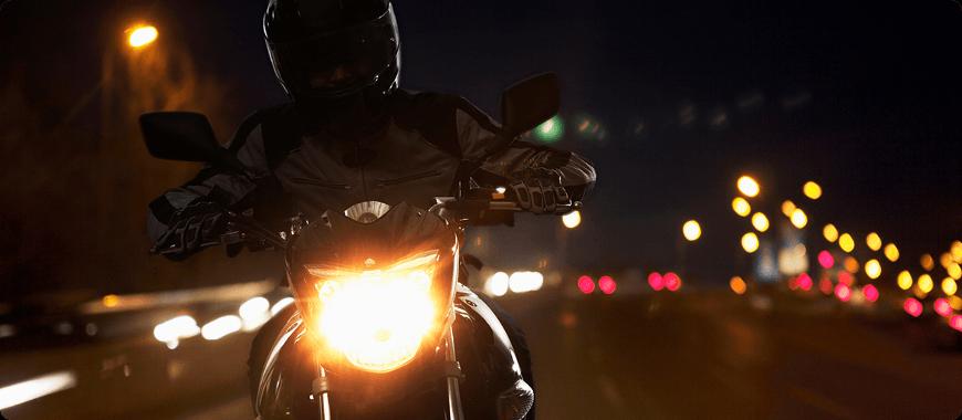 conduire par faible visibilité à moto la nuit