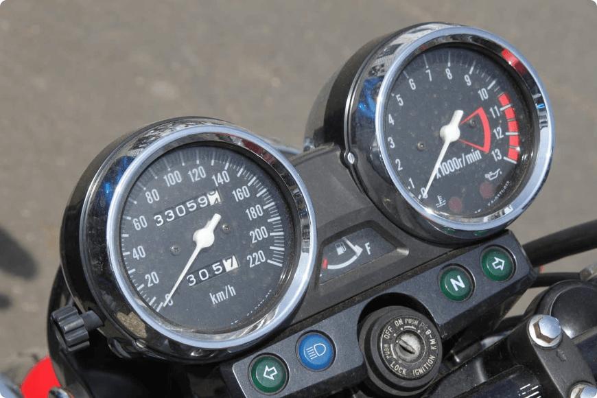 vérifier le kilométrage de la moto