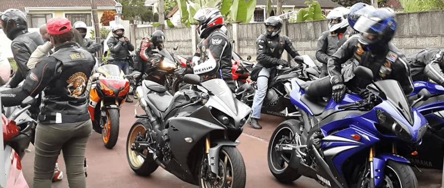 groupe de motard se retrouvant pour une sortie moto